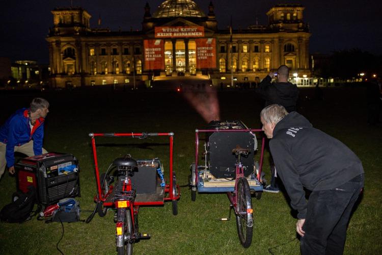 Licht-Aktion am Reichstag zum Mindestlohn