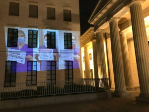 Beamer-Projektion im Regierungsviertel für das Gesundheitspersonal in der Corona-Krise